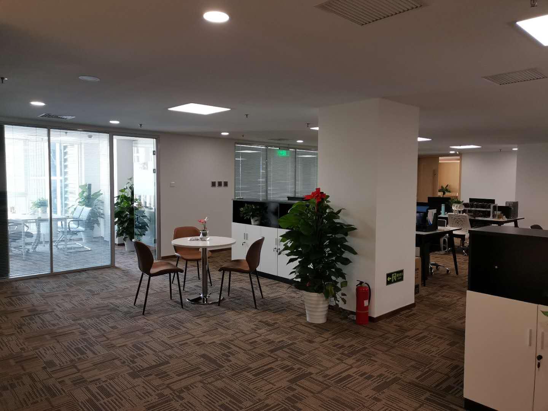 办公室一角(一)